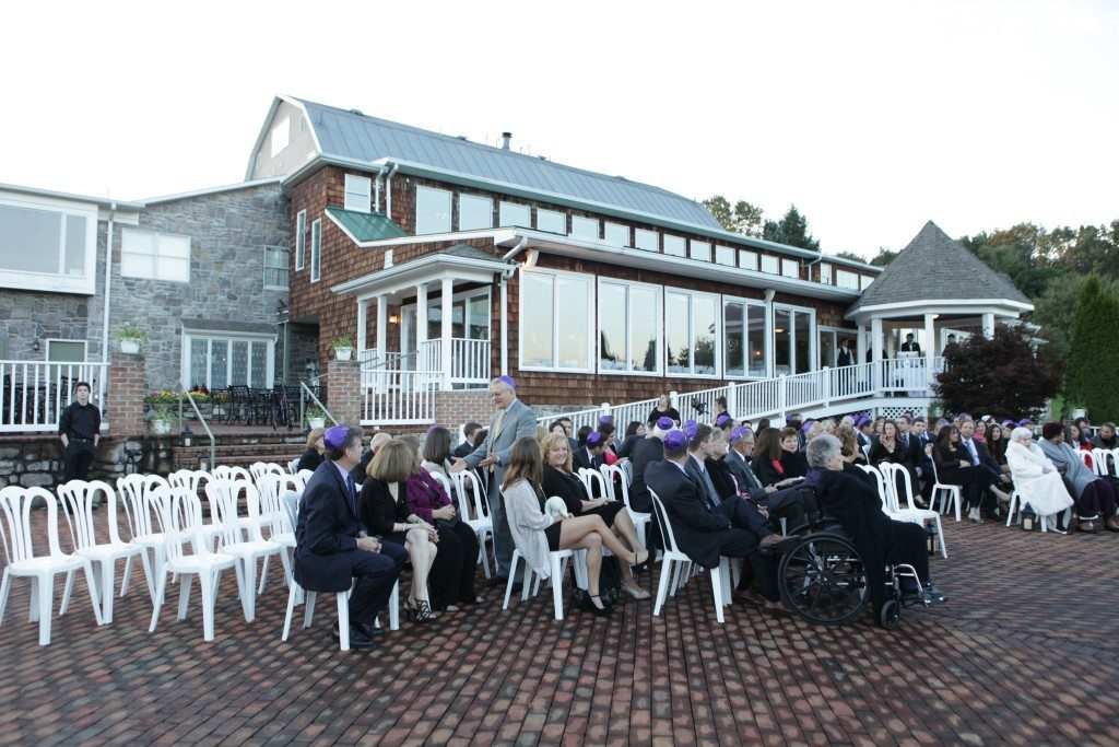 Morningside Inn outside wedding ceremony