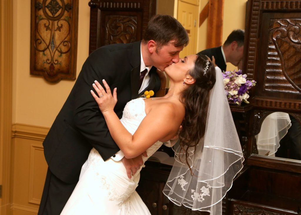 spring wedding at morningside inn located in frederick maryland