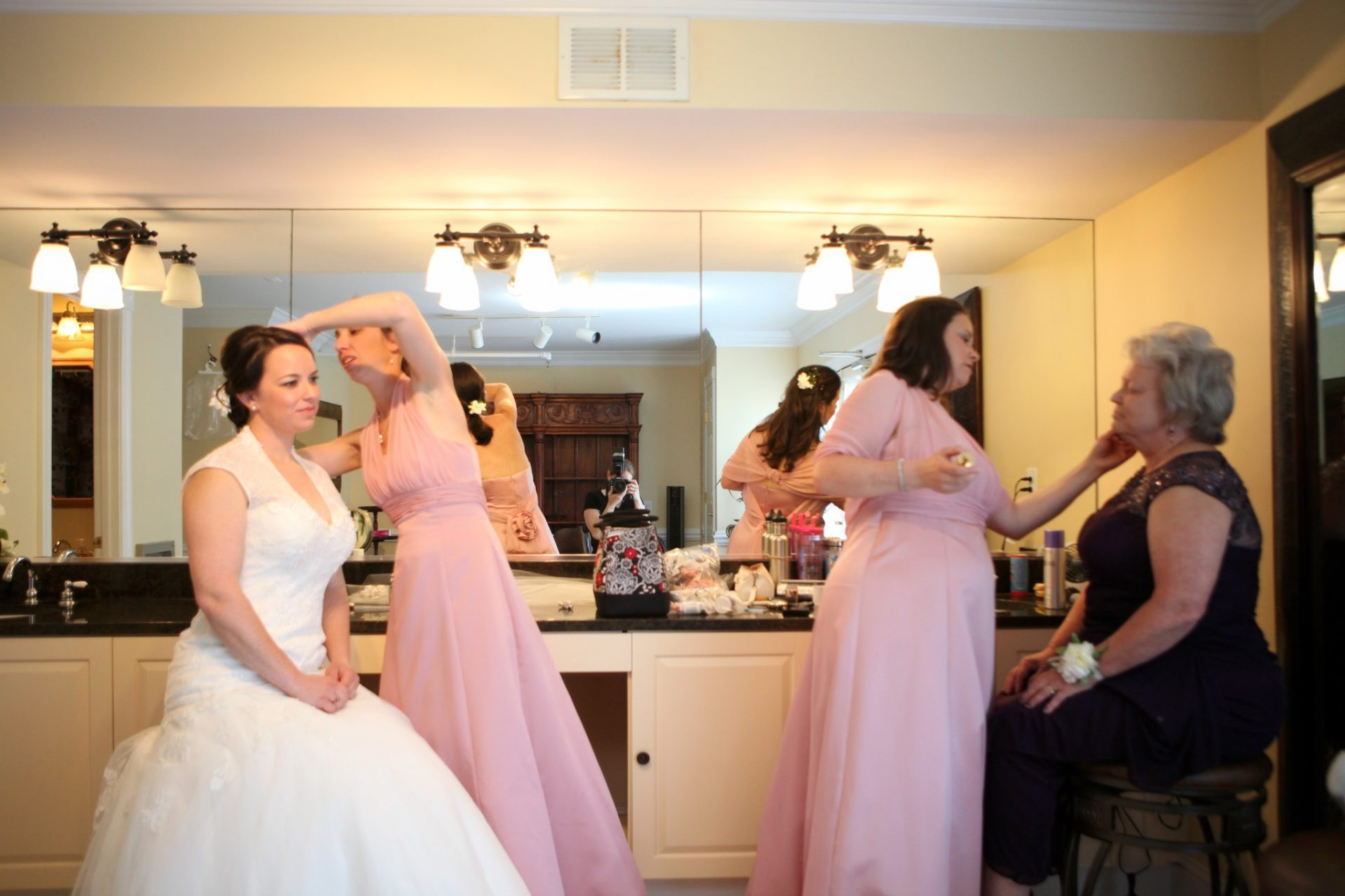 brides room large mirror