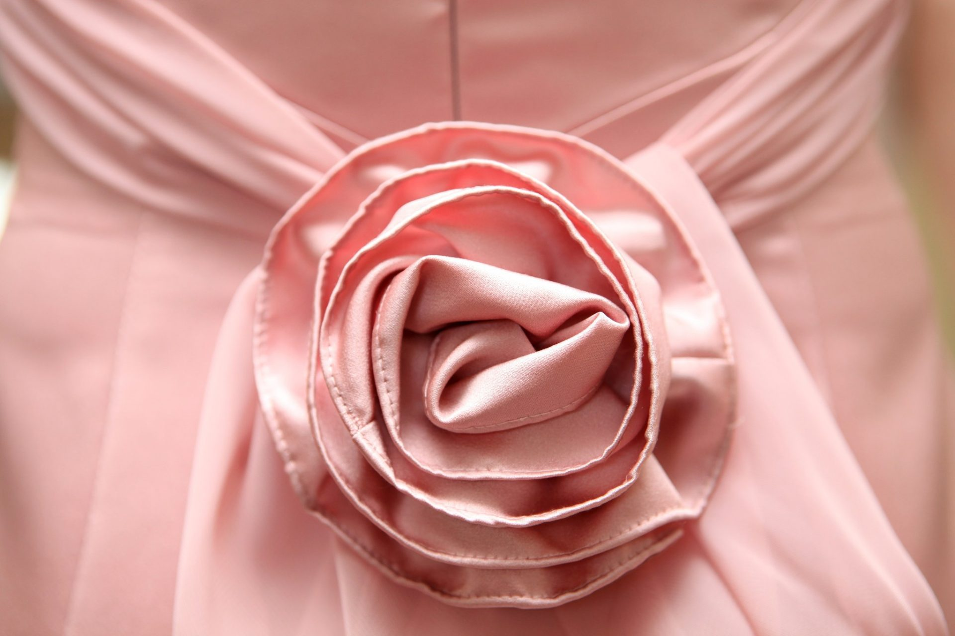 pink detail on back of brides maid dress