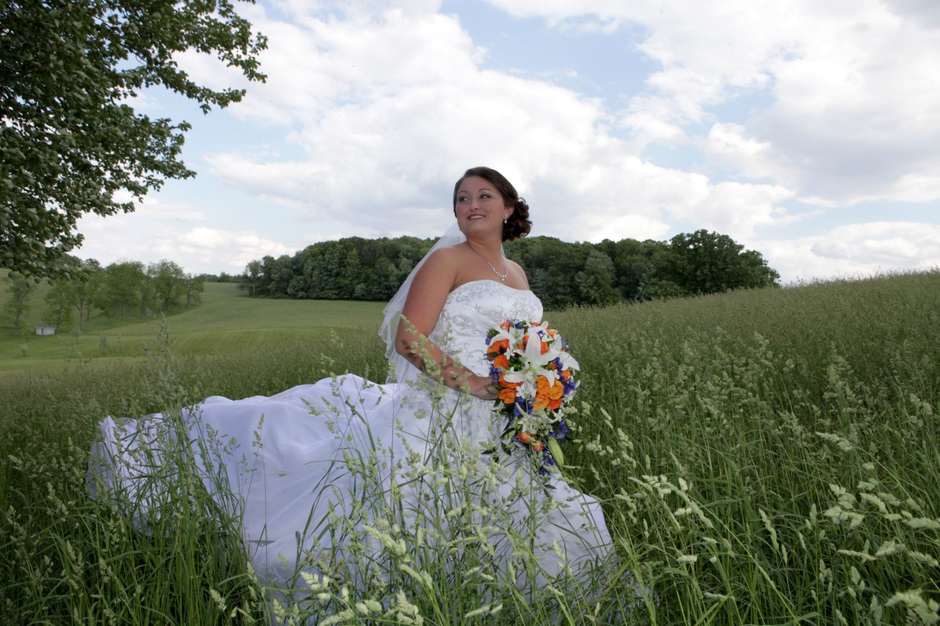 bride pose in the wheat field