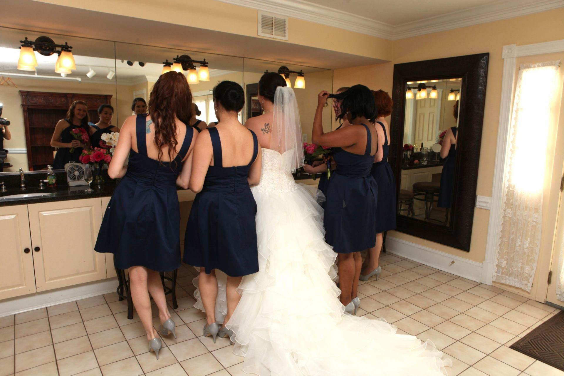 Bride's maids have plenty of space to prepare for Maryland wedding