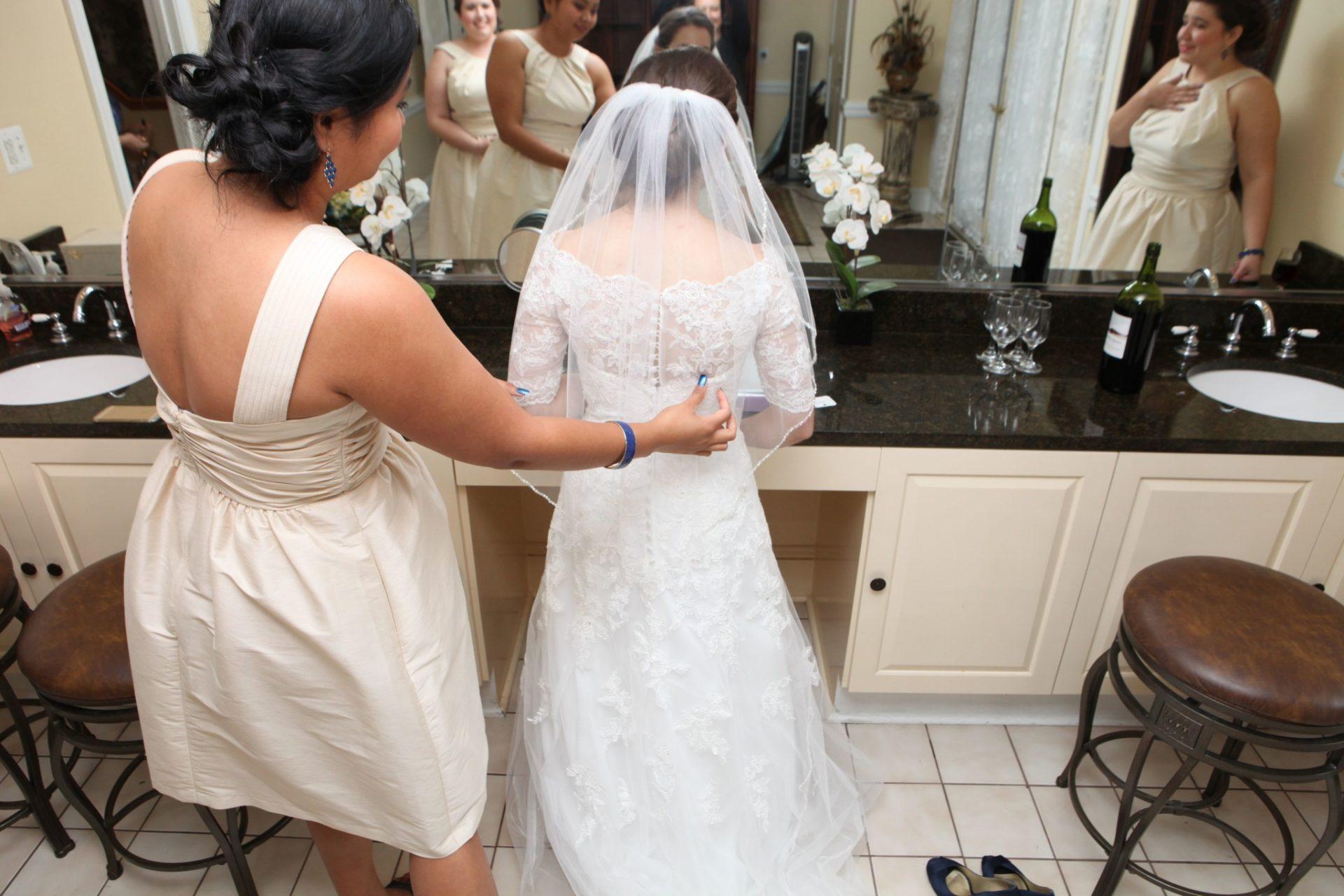 Bride prepares for her wedding in the large bride's room at Morningside Inn