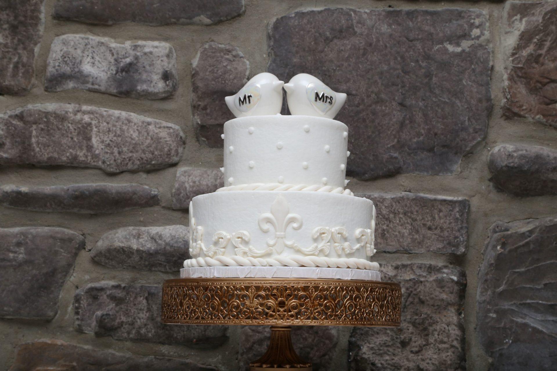 Dove topped wedding cake