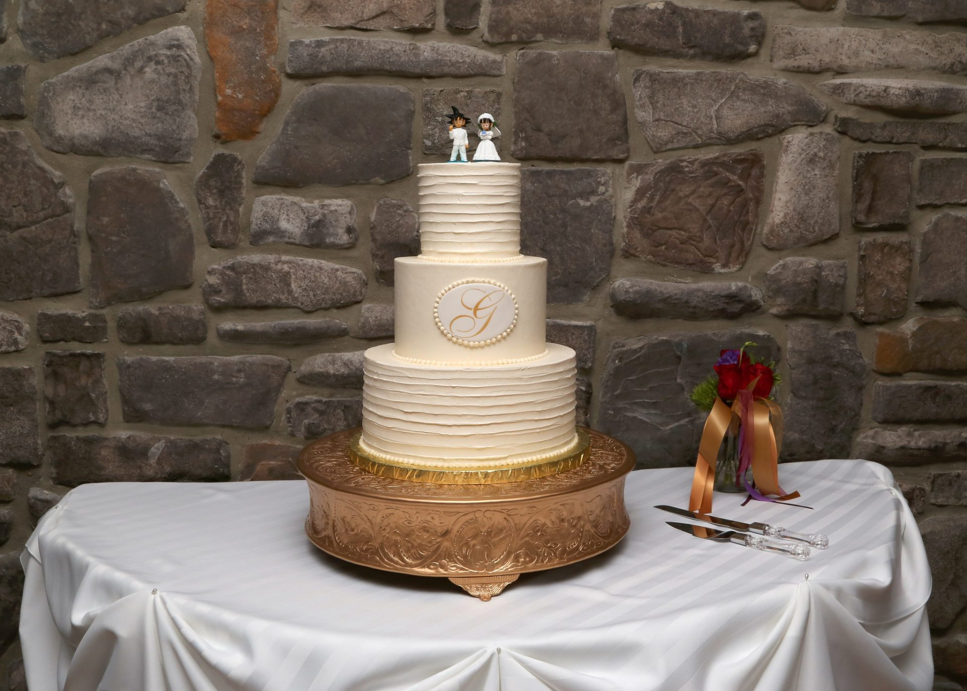 Wedding cake with gold cake stand