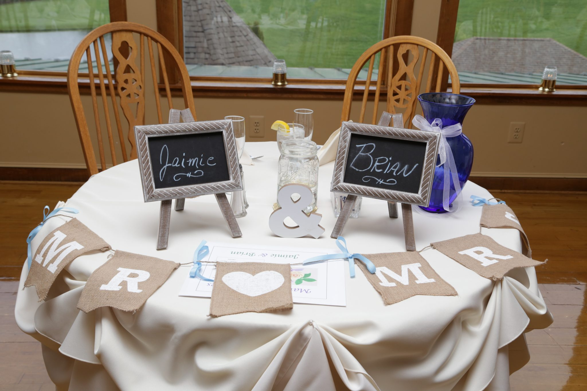 Head wedding table at Morningside Inn country wedding venue.