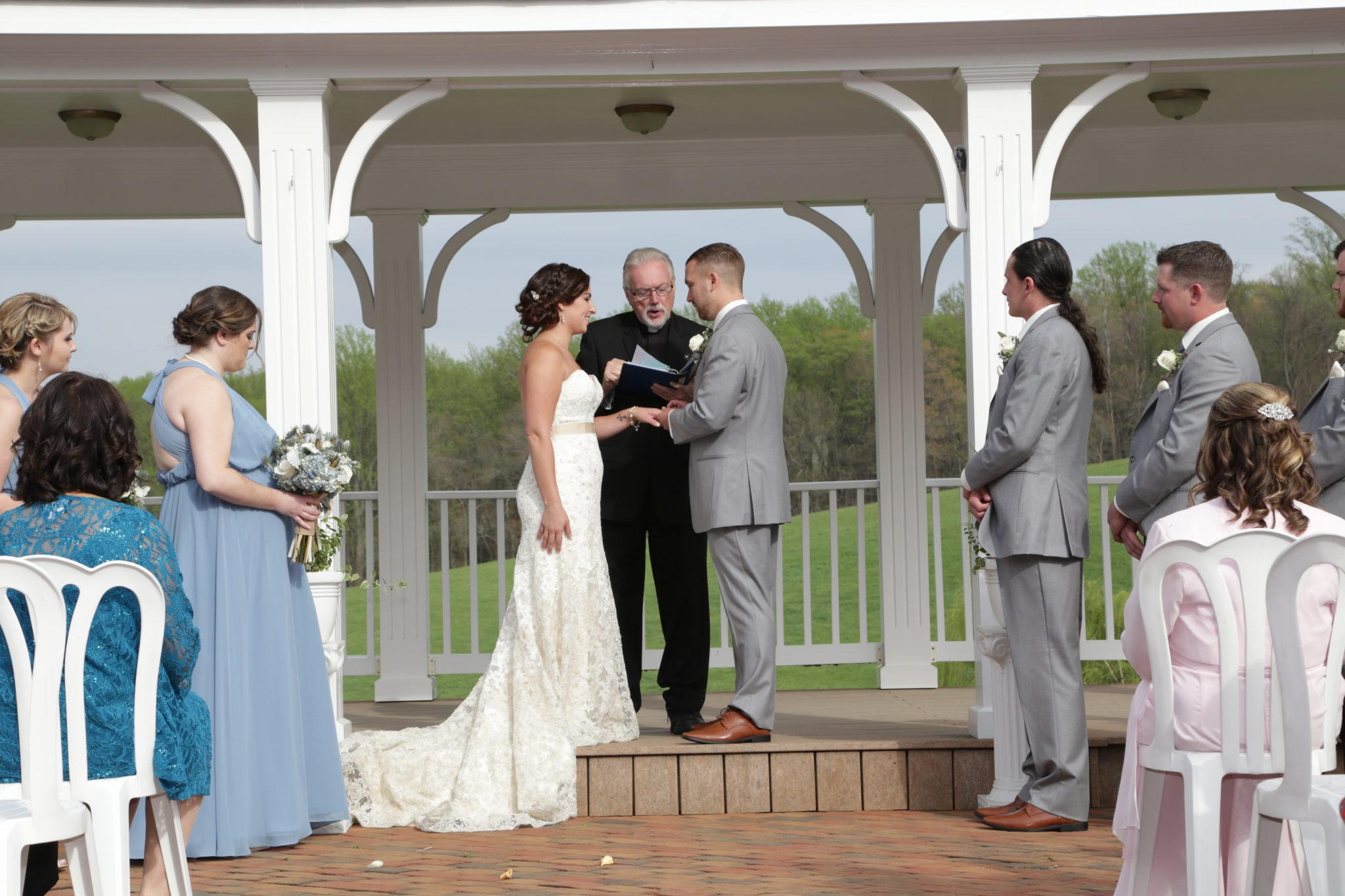 Country outdoor wedding ceremony located in Frederick Maryland