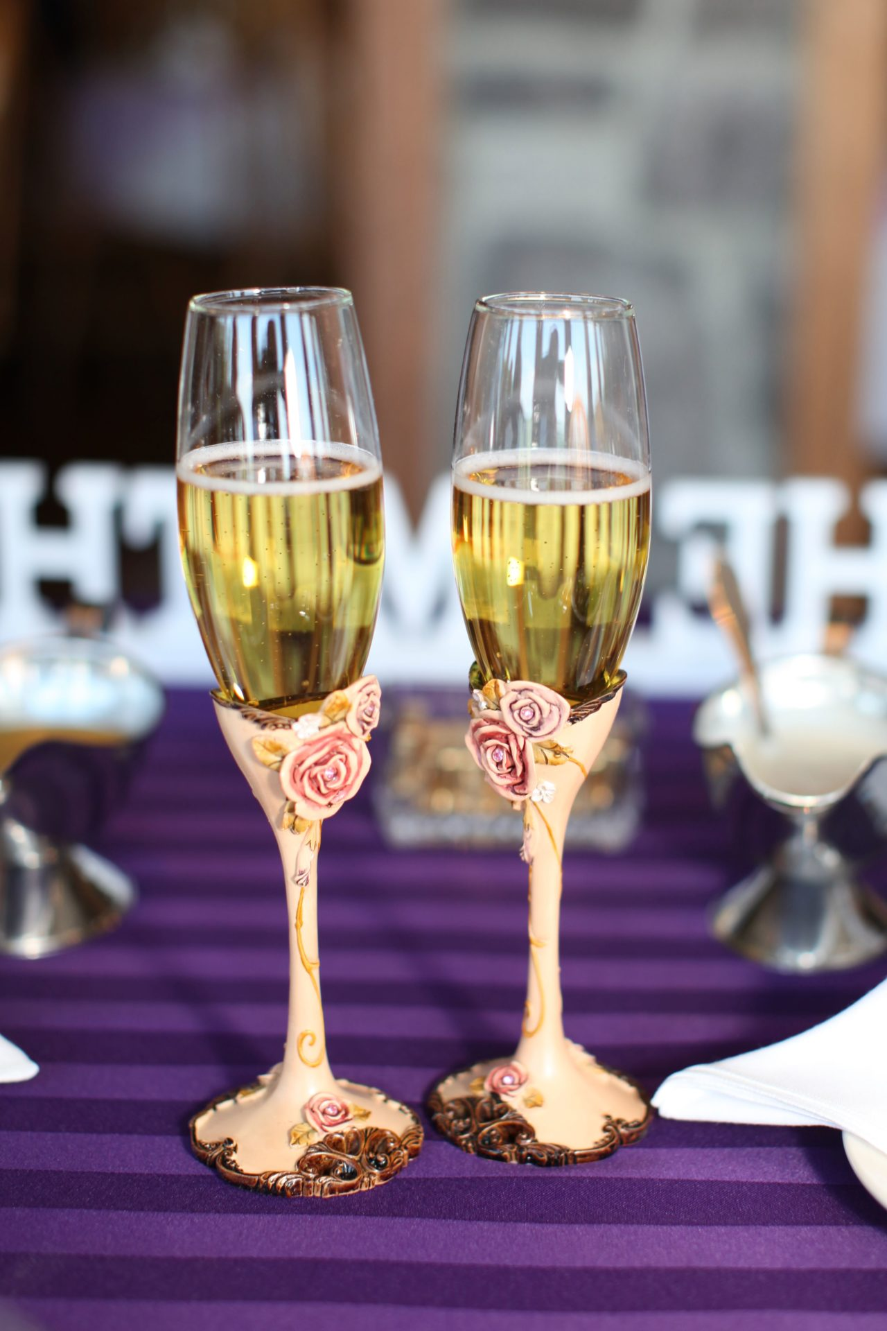 tea party theme wedding wine glasses with roses
