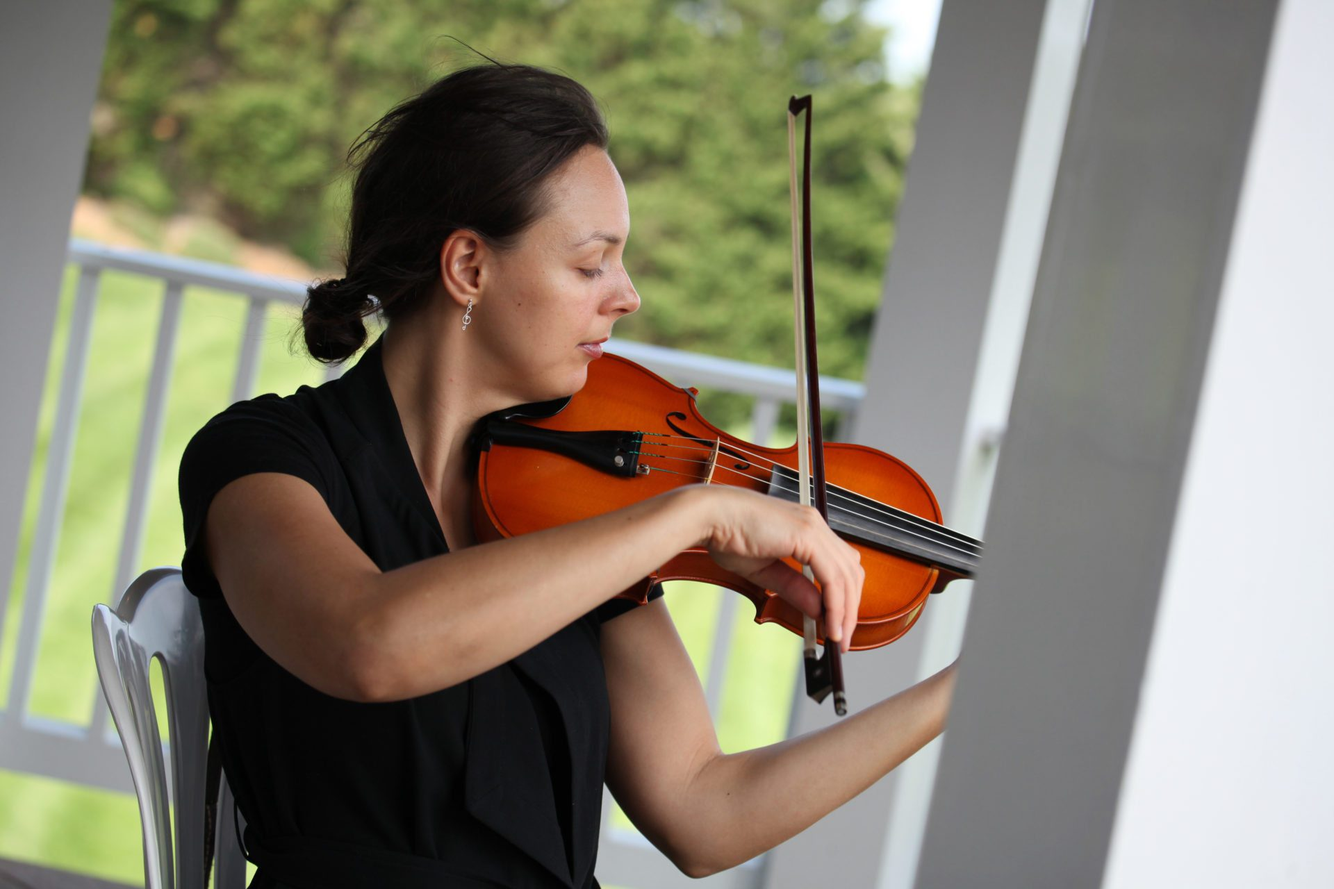 Violin plays before wedding ceremony